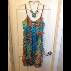 BCBG Maxazria colorful silk size 8 dress 🐛